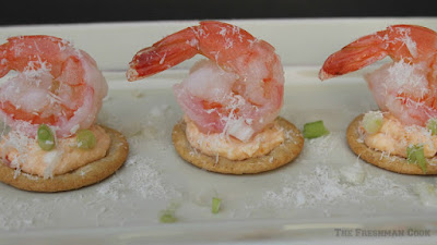 shrimp, crackers, seafood sauce
