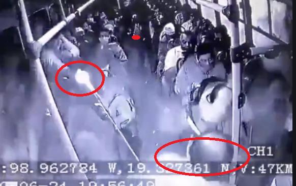 VIDEO.- Ahora sale a la luz  otro robo pero ahora donde un valiente Militar enfrentó y abatió a 3 rateros el pasado 24 de junio en la autopista México-Puebla el tiroteo dentro del camión es impresionante