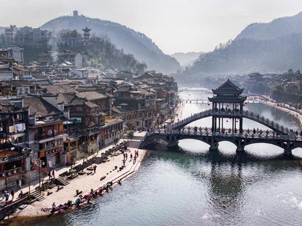 เมืองโบราณเฟิ่งหวง (Fenghuang Ancient Town)