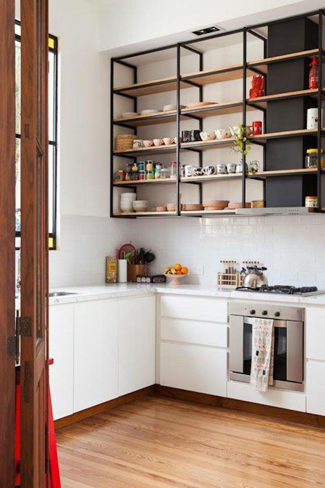 Una pizca de hogar 4 formas de a adir una despensa a tu for Muebles cocina chica