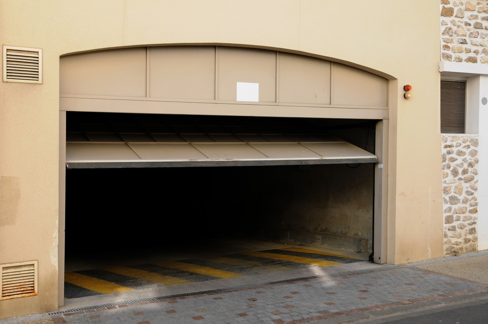 5 Things You Should Know About Your Garage Door Before You Automate