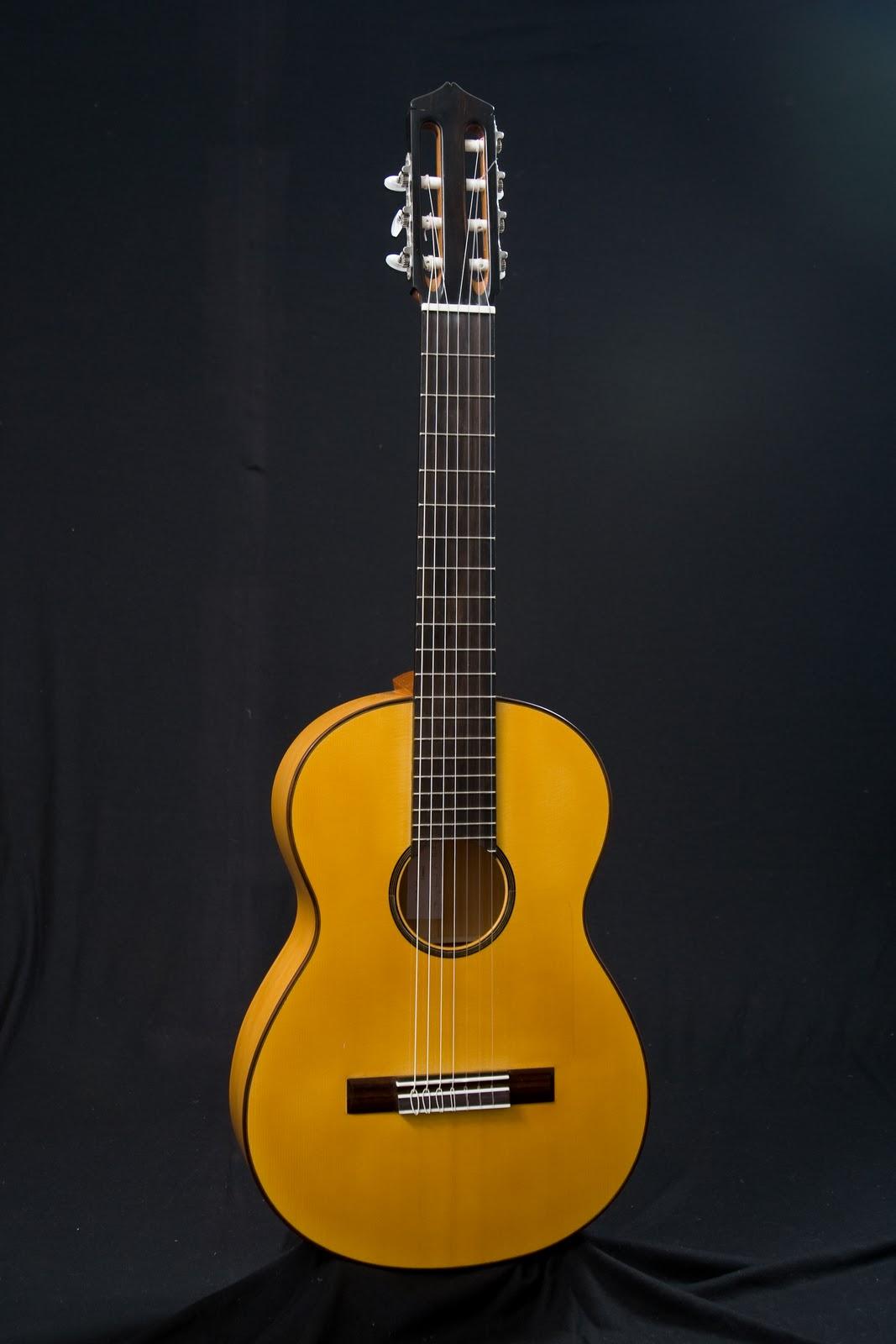 guitarras custom constru das por rodolfo cucculelli luthier 7 string flamenco blanca guitar. Black Bedroom Furniture Sets. Home Design Ideas
