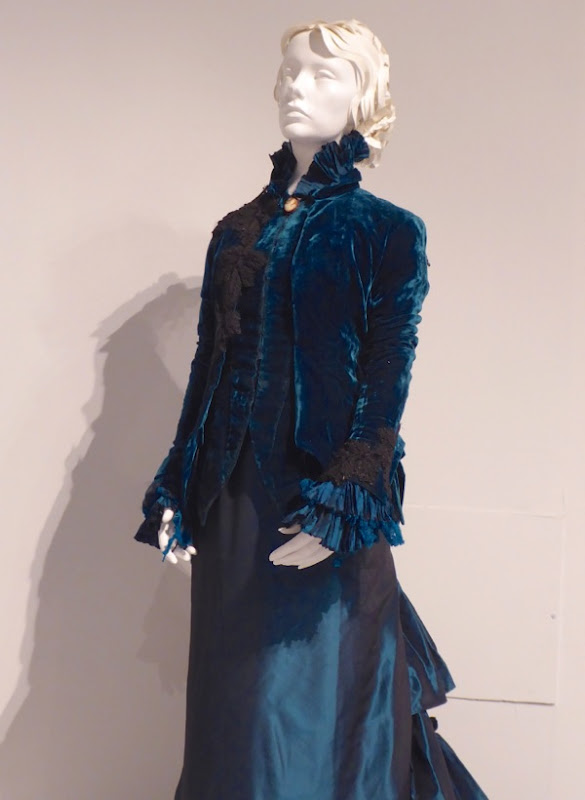 Lucille Sharpe costumes Crimson Peak