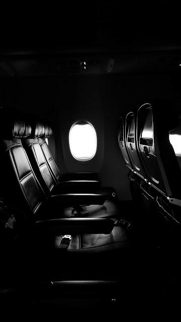 رمزية نافذة طائرة ابيض واسود للتصميم بدون حقوق العدد 13