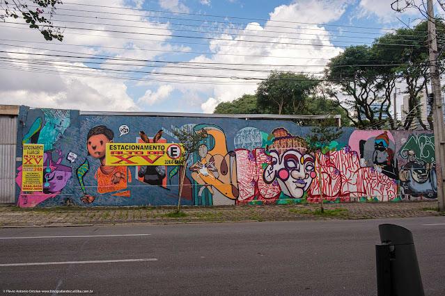 Grafite em muros na esquina da Rua José de Alencar com  Rua Fernando Amaro