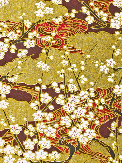 Chiyogami mit Darstellung von fließendem Wasser, goldenen Wolken und blühenden Pflaumenbäumen
