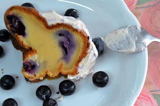 Bundt Cake de crema de queso y Arándanos