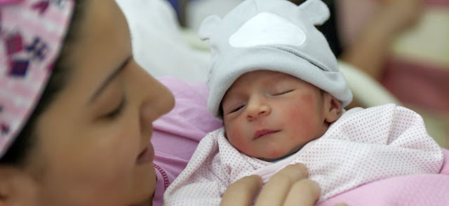 Bebés que nacen en febrero son más exitosos, según la ciencia