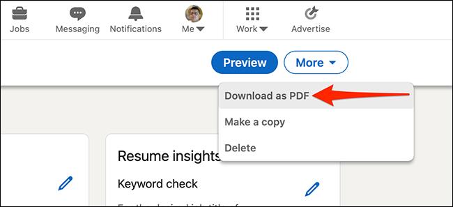 """حدد """"تنزيل بتنسيق PDF"""" لتنزيل السيرة الذاتية التي تم إنشاؤها باستخدام أداة إنشاء السيرة الذاتية من LinkedIn."""