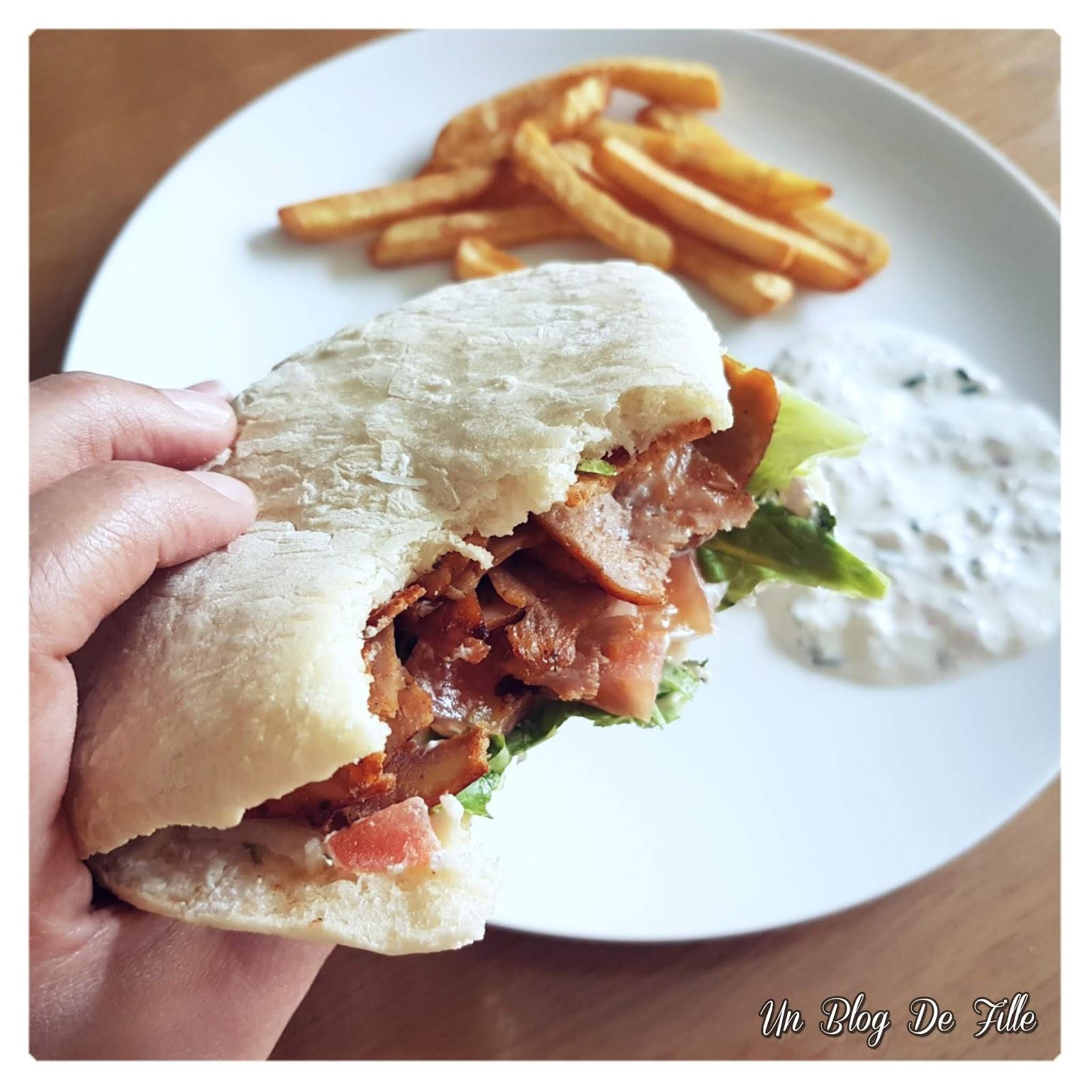http://www.unblogdefille.fr/2020/04/recette-kebab-maison-pain-pita-et-sauce.html