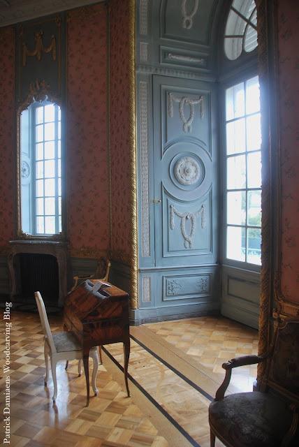 SCHLOSS BENRATH | Castle in Düsseldorf | Rococo castle interior | Rococo-style ornaments | Corps de Logis