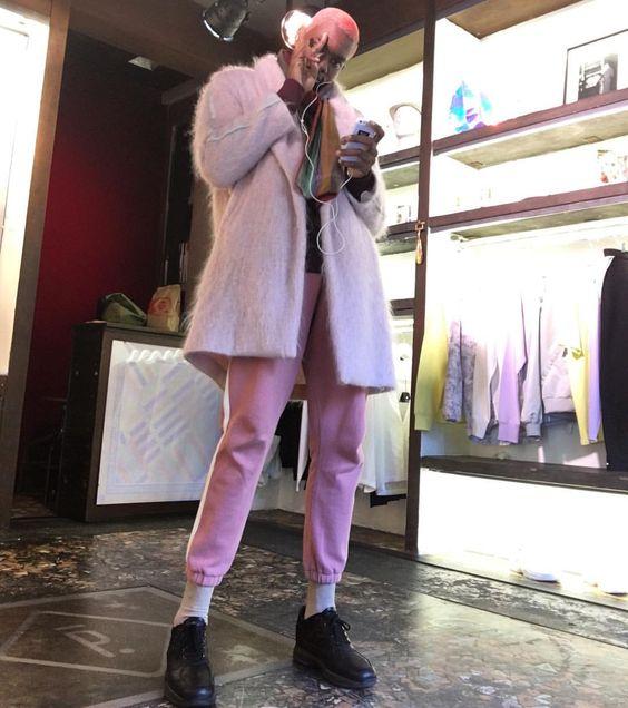 #ParaSeguir: conheça Gregory Robert, o francês que só usa cor-de-rosa