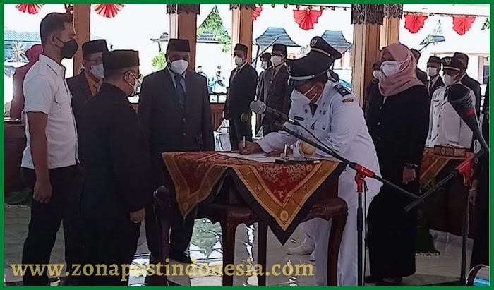 Bupati Situbondo, Lantik Pejabat Administrator dan Pejabat Pengawas di Lingkungan Pemkab