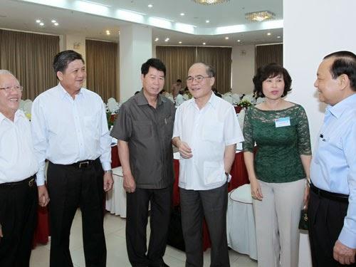 Hé lộ thông tin Chủ tịch Nguyễn Sinh Hùng chỉ đạo Quốc hội tấn công Chính phủ