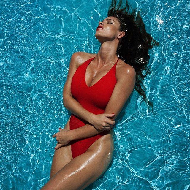 Lucia Javorcekova é extremamente sensual