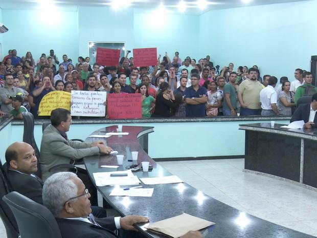 Projeto que prevê salário de R$ 26 mil para prefeito gera protestos em RO