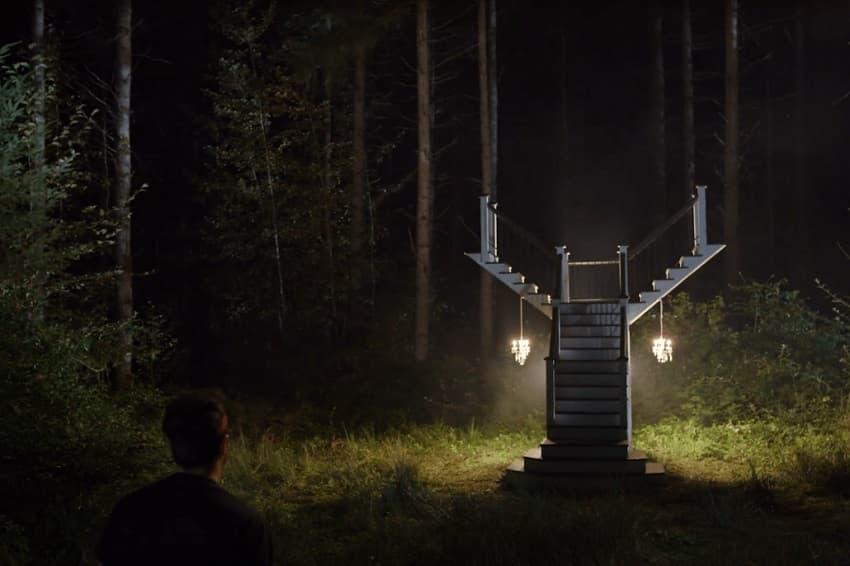 Вышел трейлер фильма ужасов The Stairs про лестницу в лесу и древнее зло