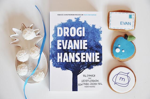 """Drogi Evanie Hansenie"" - Val Emmich"