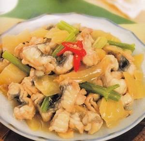 Masakan Belut dengan Seledri Cina