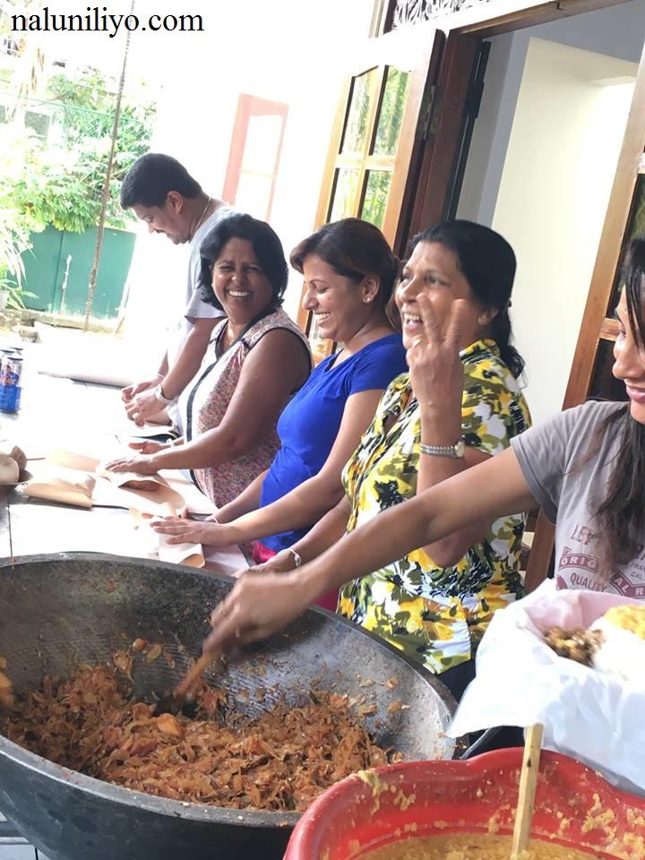 Piumi Hansamali Nipuni Wilson arranging food for flood affected people