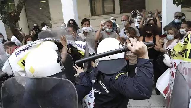 Πρωτοβουλία αστυνομικών: Δεν θα γίνουμε εμείς οι δήμιοι του λαού μας