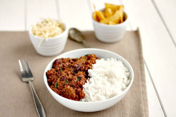 Slow cooker chilli with tortilla chips