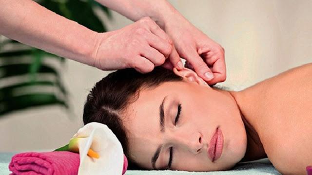 Massage nhẹ nhàng để giảm đau đầu