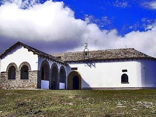 302 Ruta Ermita Trinidad Iturgoyen y Sima del Caballero  Parque Natural Urbasa   www.casaruralurbasa.com .La Ruta Senderismo a la Ermita de la Trinidad y la Sima del Caballero está ubicada en el Parque Natural Urbasa.