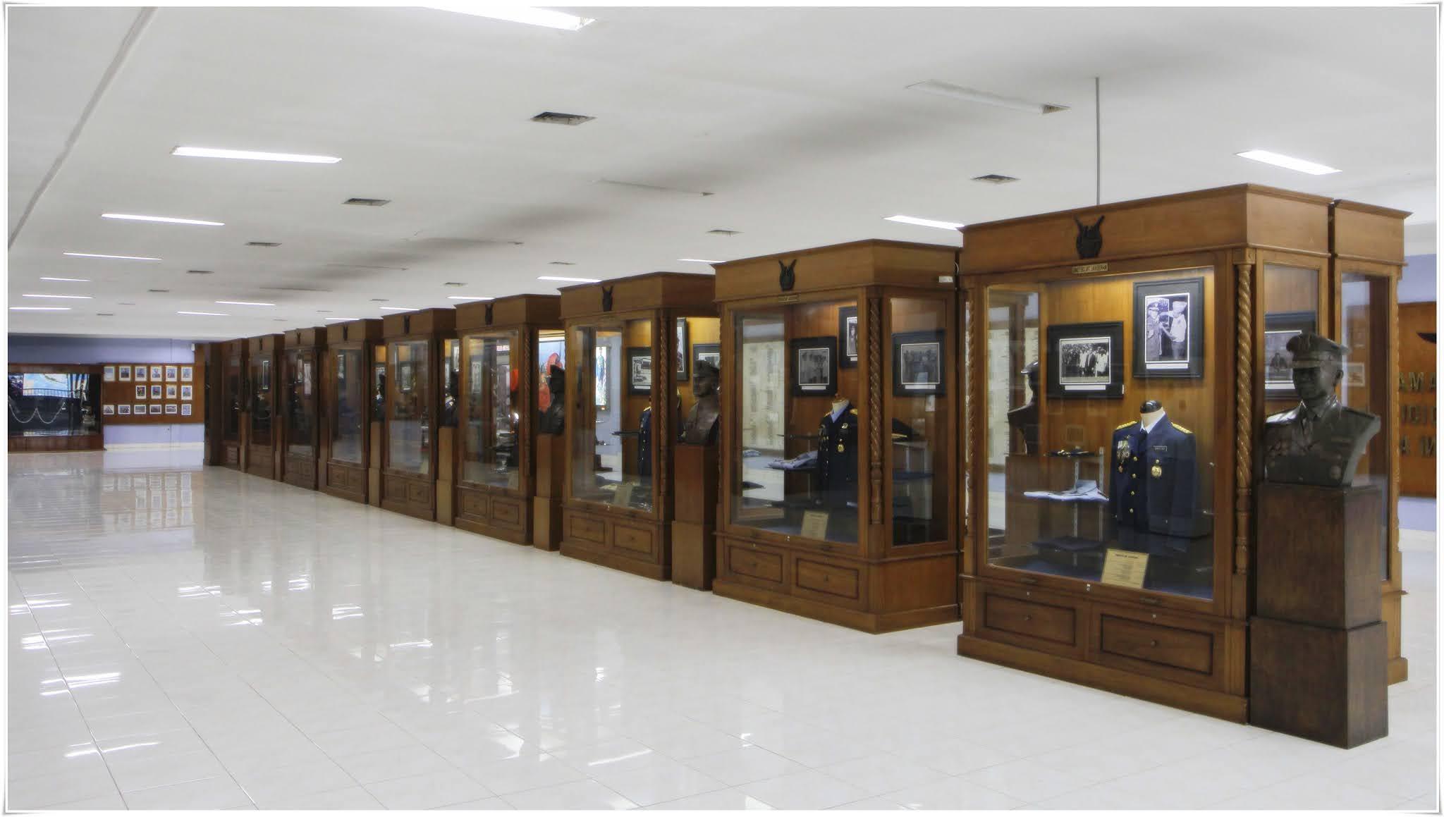 Gambar Pakaian Dinas Di Wisata Museum Dirgantara Bantul