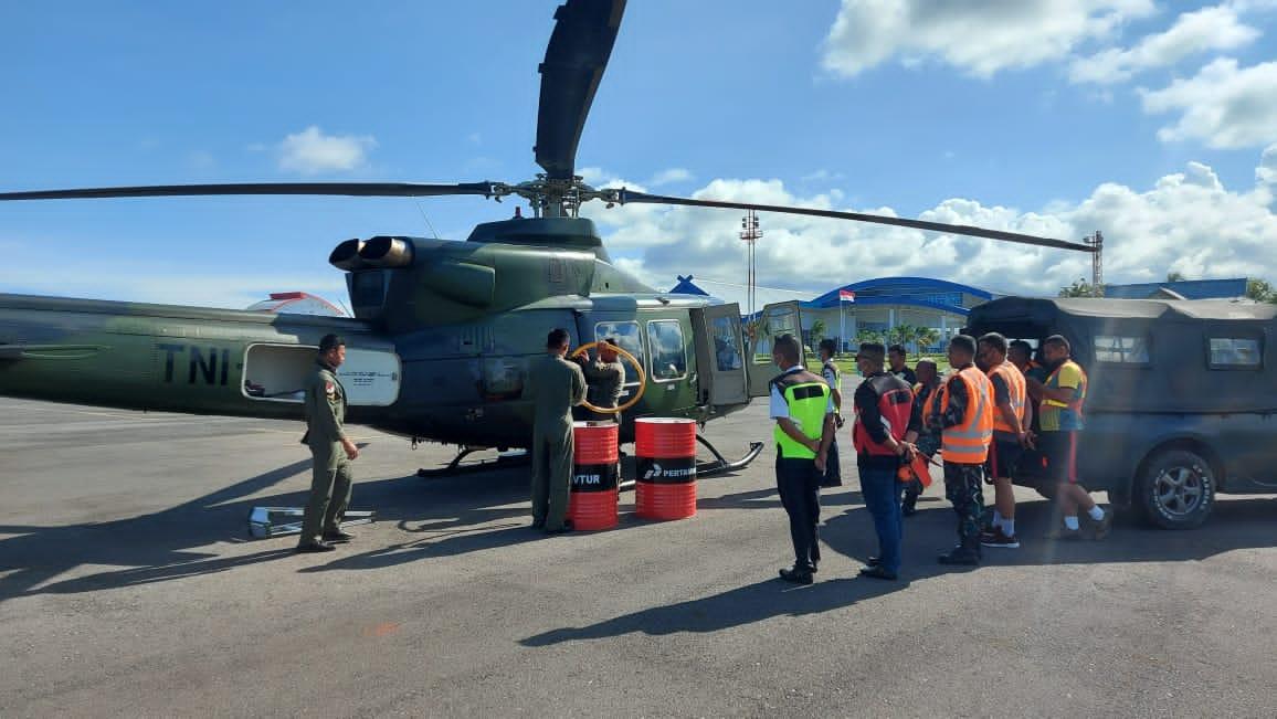 Heli Bell Milik TNI-AD Mendarat di Bandara H. Aroeppala Selayar