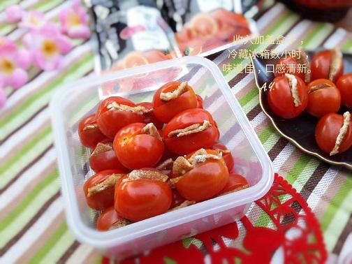 新年小吃之樱桃番茄夹陈皮  Cherry tomato stuffed with Preserved Mandarin Peel