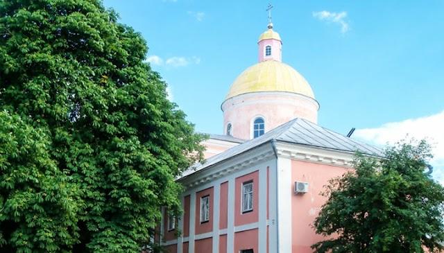 Ієрарх УПЦ пожертвував на ремонт собору автомобіль, а клірик – квартиру