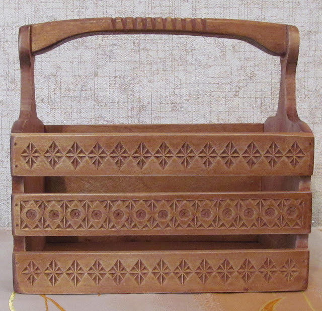деревянная резная корзинка