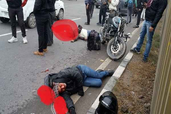 faridabad-old-highway-bike-accident-two-injured-news-17-january