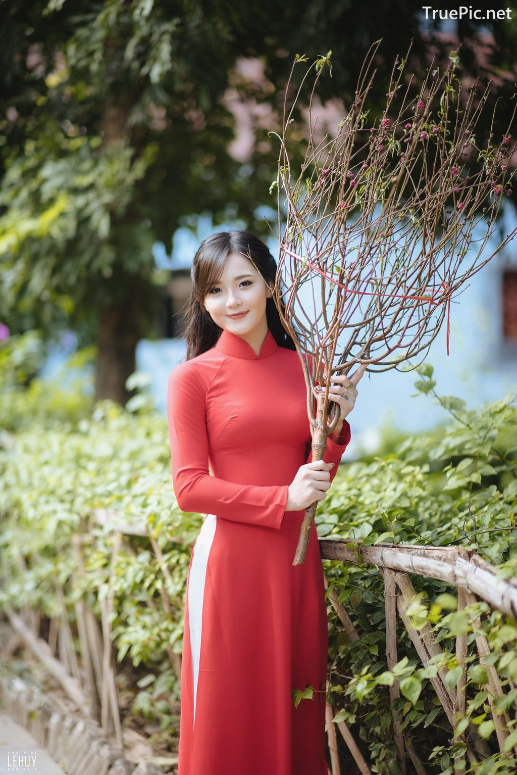 Image-Vietnamese-Model-Beautiful-Girl-and-Ao-Dai-Red-Vietnamese-Traditional-Dress-TruePic.net- Picture-3