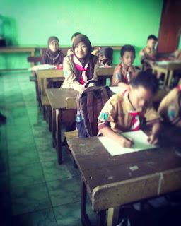 pendidikan anak usia dini, kurikulum paud, kompetensi guru, mendidik anak