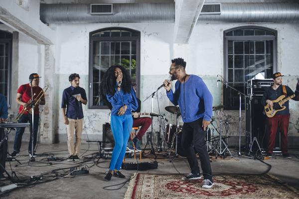 Aláfia lança dois vídeos ao vivo e antecipa faixa inédita do novo álbum