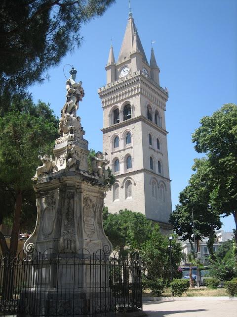Campanario de la Catedral de Messina y Fuente de la Madonna