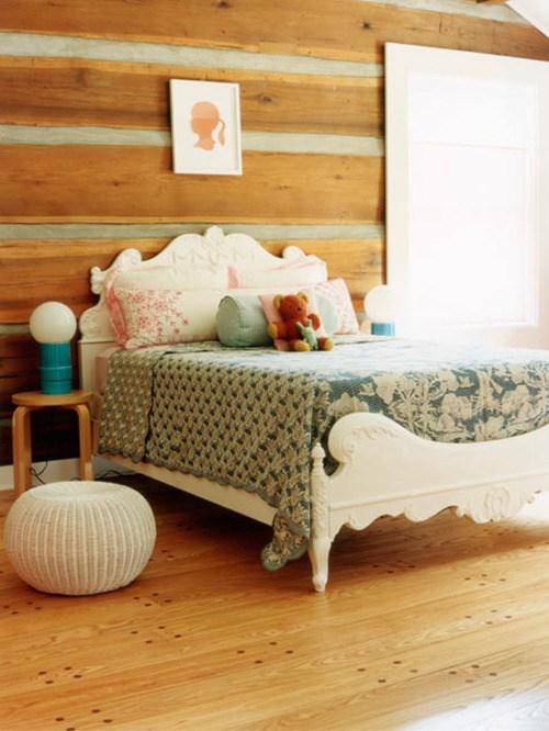 Quarto de menina rústico, com cama clássica, parede de madeira, azul, decoração, cor, estilos e muitas idéias