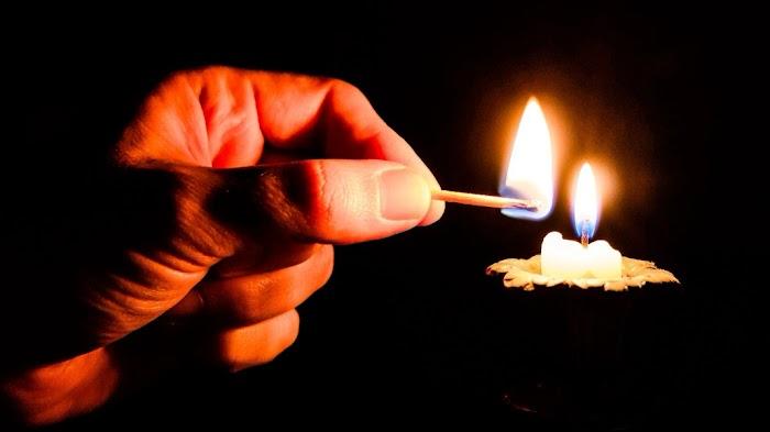 Сильный ритуал на свечку, который помогает возвратить денежный долг