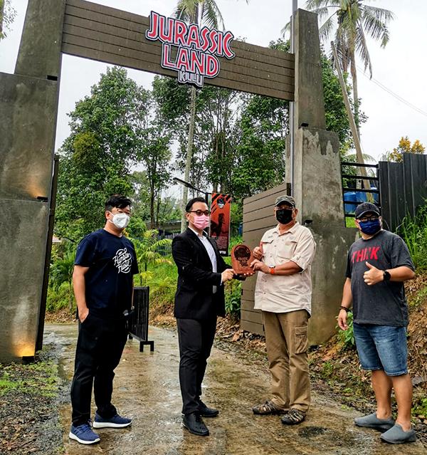 Owners of Jurassic Land Park Kiulu