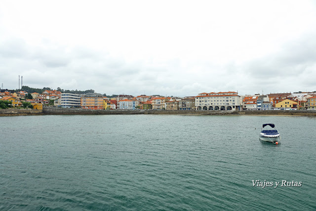 Vistas de la Playa de la Ribera desde el puerto de Luanco