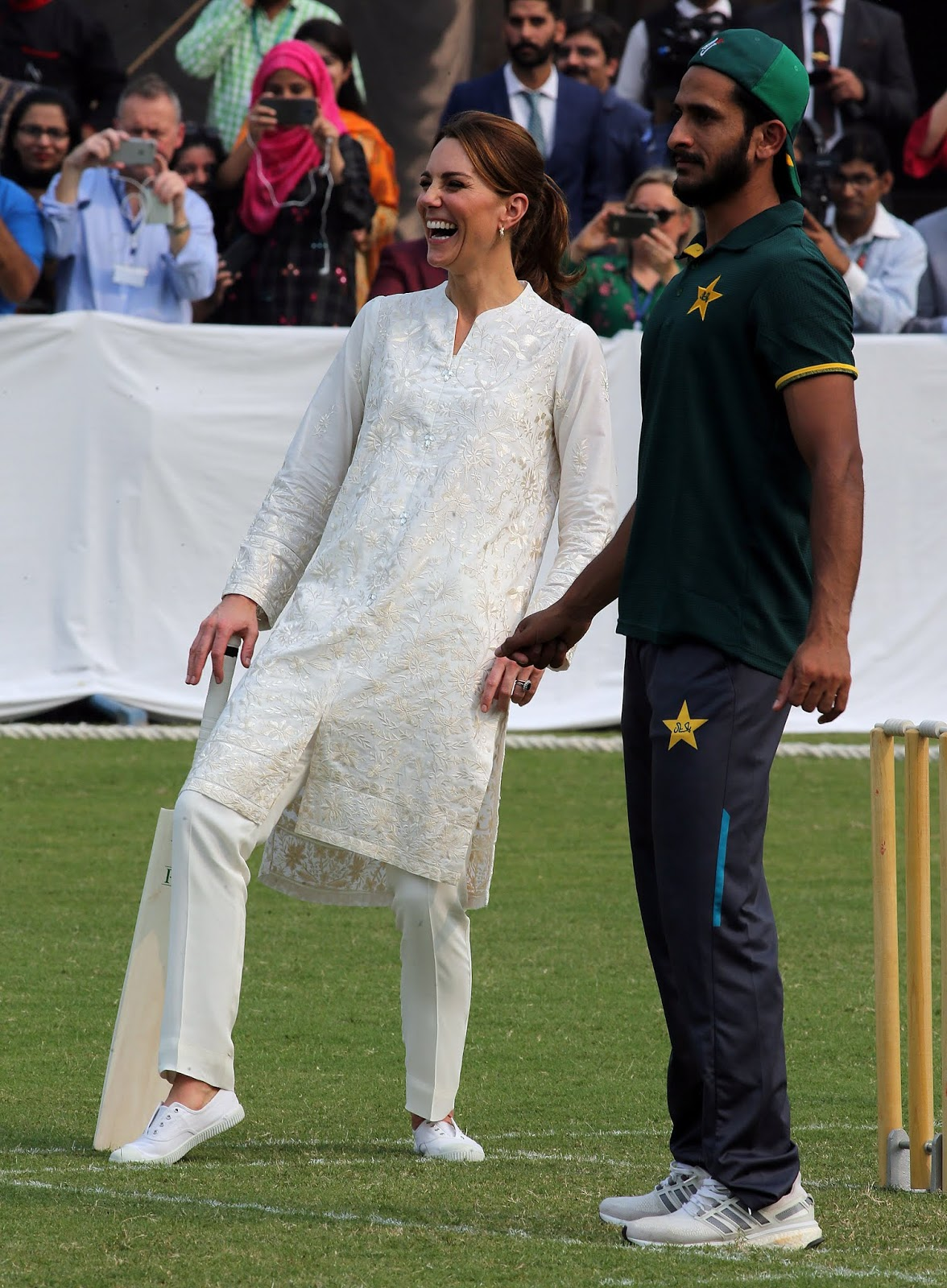Prince William, Kate Middleton are all smiles as royal couple enjoy cricket session in Pakistan