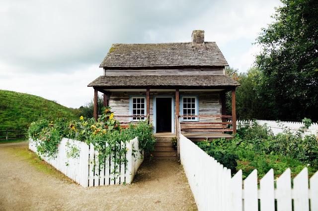cabin countryside doorway
