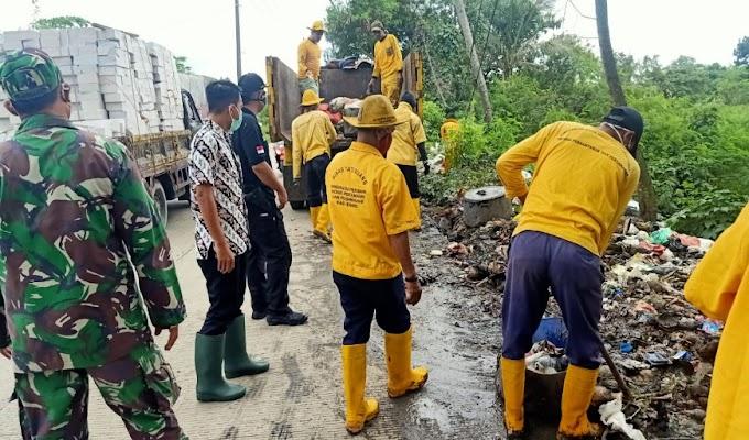Respon Cepat, Pemerintah Kecamatan Cikande Tangani Keberadaan Sampah Liar