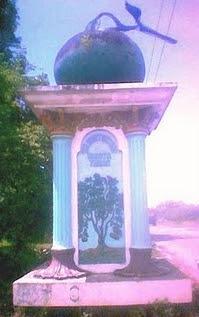 Tugu Jeruk Tebas, terletak di Desa Mekar Sekuntum (senturang) Kecamatan Tebas.
