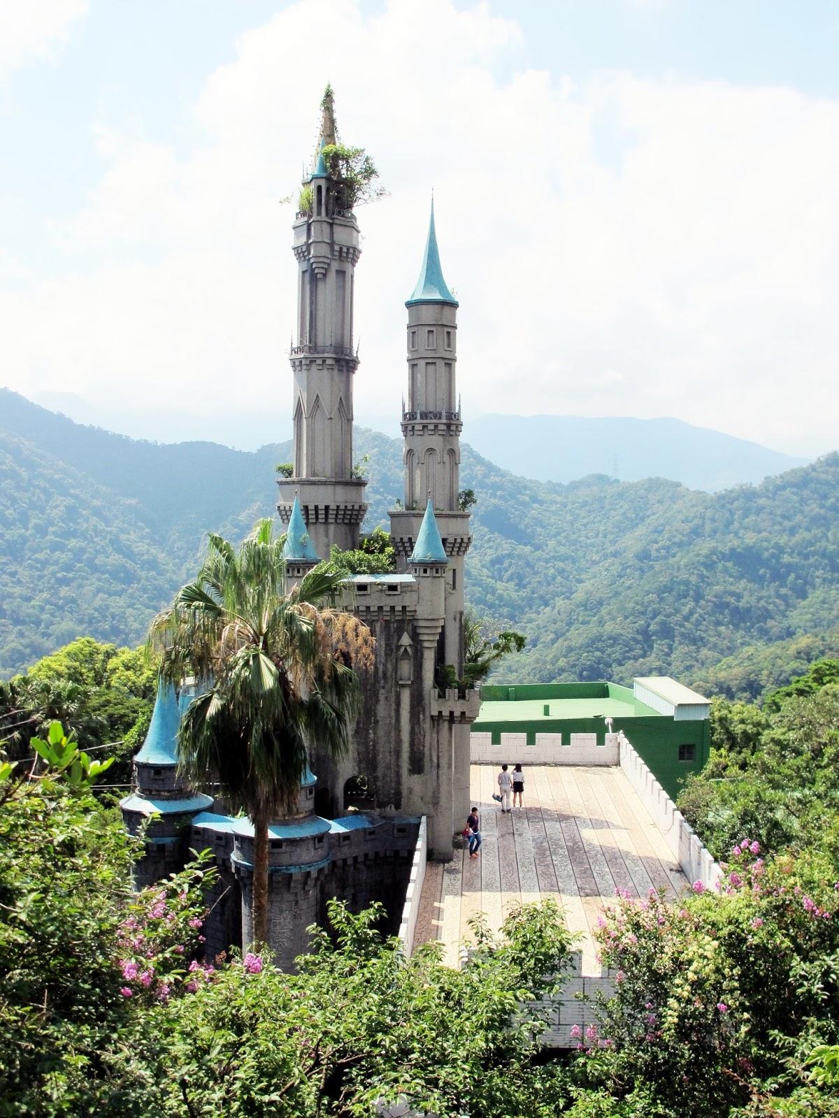 【新竹關西廢墟童話世界】佛陀世界~迪士尼睡美人城堡夢幻景點 - 輕旅行
