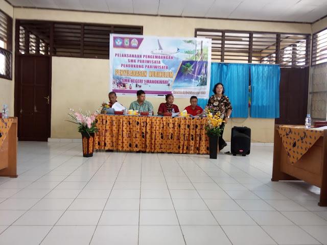 Penyelarasan kurikulum di SMKN1 Pariwisata Manokwari