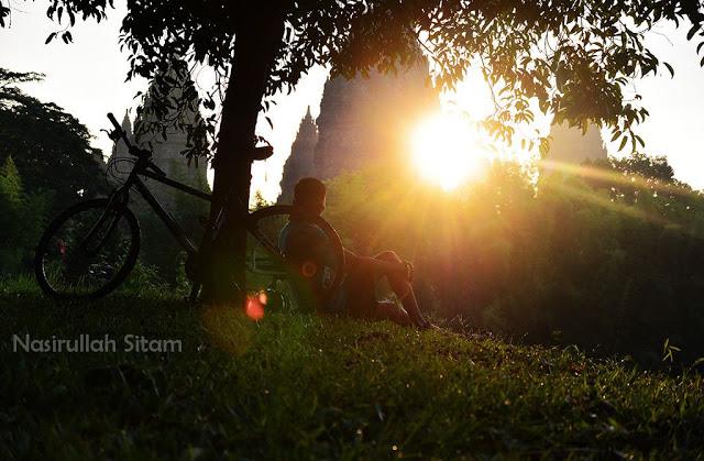 Kala sunrise di area Candi Prambanan