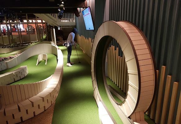 Swingers Crazy Golf in London, 2019